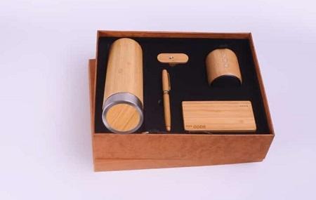 Valentines Gift Set for Him:- Thermal Bottle, Power Bank 8000 Mah, Pen, Flash Disk