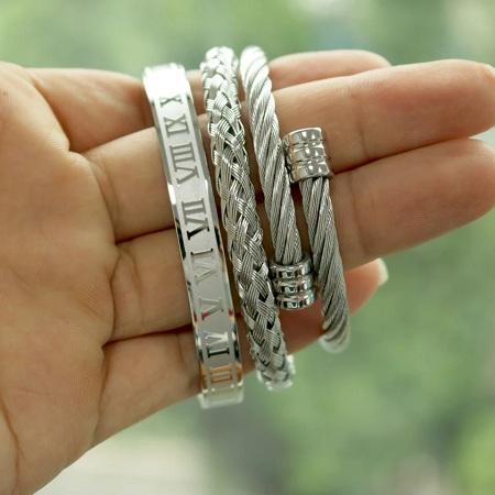 Hot Titanium Steel Roman Numeral Bracelet
