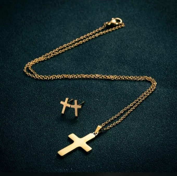 Cross set: Necklace & a pair of earrings.