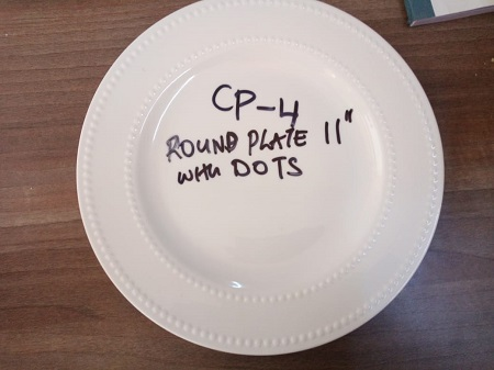 Ceramic round plate with dots