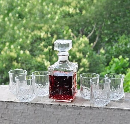 Whisky Jar/Decanter With 6 Glasses